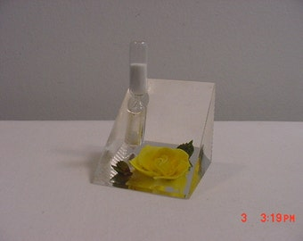 Vintage Sand Timer In Lucite Stand With Yellow Flower  17 - 251