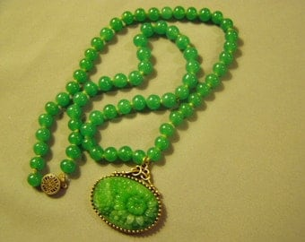 Vintage Green Peking Glass Asian Carved Pendant Bead Necklace Sterling Clasp 8893