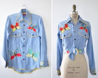 Butterfly Top S/M • 70s Blouse • Wrangler Shirt • Chambray Shirt • Embroidered Blouse • Butterfly Shirt • Applique Shirt | T802