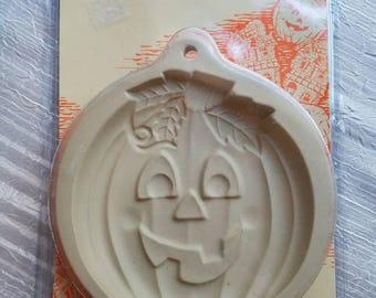 Vintage Dead Stock Wilton Cookie Mold Pumpkin Jack O Lantern Halloween Baking Autumn Fall 1997