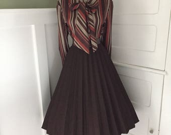 VINTAGE 1950s 1960s Chocolate Brown Accordion Style Pleated Full Skirt