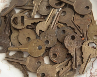 40 Vintage Keys - Rustic Brass Small Metal Key Collection