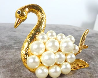 Vintage Liz Claiborne Pearl Swan Brooch Pin Gold plated  Figural Jewelry Pearl Bird Brooch