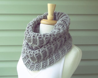 Knit Cowl, Chunky Cowl, Neckwarmer - SORAYA - Custom Colors - Free Shipping