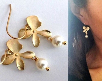 Gold Orchid Flower Round Pearl Earrings White Pearl Earrings Bridesmaid Earrings Bridesmaid Gifts Wedding Earrings Bridal Shower Gifts Mom