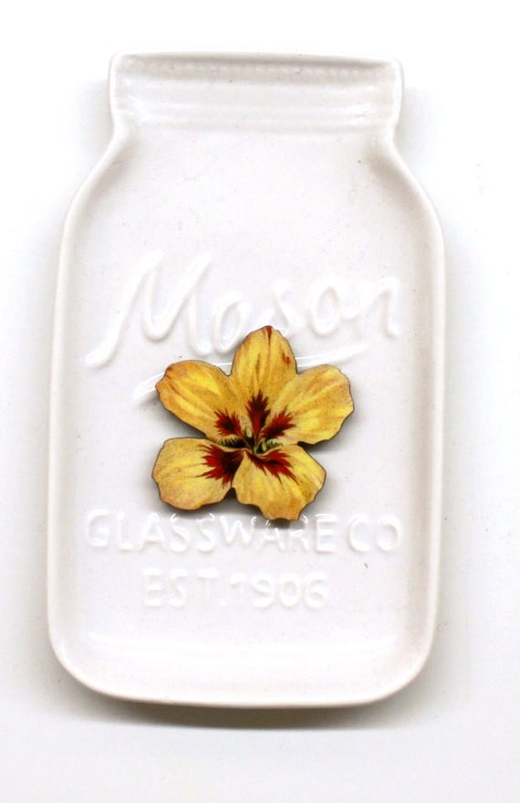 Yellow Hibiscus Needle Minder