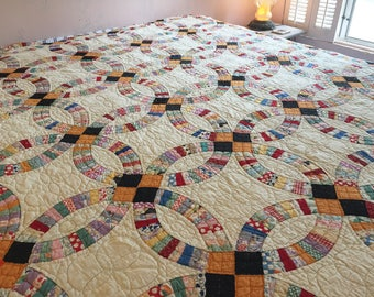 Stunning Antique DOUBLE WEDDING RING Quilt Colorful Fabrics 1930's lots of Hand-Quilting Detail