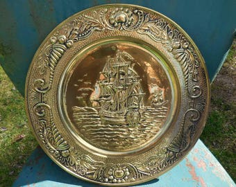 Vintage 1950s to 1960s Gold Tone English Retro Large Brass Embossed Round Wall Hanging Ship/Boat Ocean/Sea/Nautical Made in England Metal