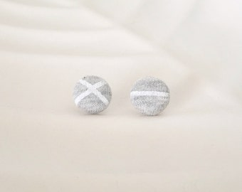 White stripe and Light grey stud button earrings - Hypoallergenic - Gray and white