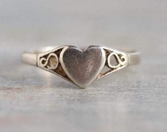 Signet Heart Ring - Sterling Silver Filigree Ring Size 6.5