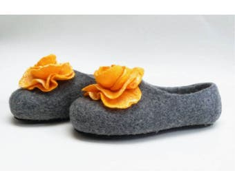 Handmade wool felted slippers with rubber soles- house shoes-roses-yellow-yellow flowers roses