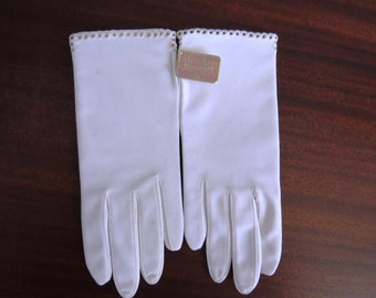 Vintage White Stretch Gloves by Miss Aris - One Size - New Never Used Original Tags - Womens Accessories Church Wedding Bride Bridal Party