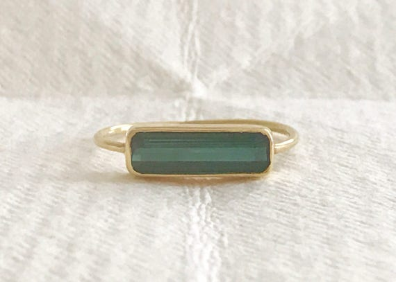 Green tourmaline and solid 18k gold horizon ring