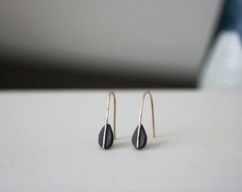 Triangle Dangle Earrings – Black