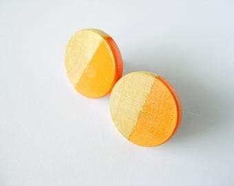 Wooden earrings with geometrical pattern in orange, natural wood
