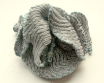 Linen Flower Brooch Romantic rose pigeon gray with Pearl