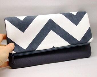 Foldover zipper clutch, zipper pouch, wedding purse, evening clutch, bridesmaid gifts set - Gray and white chevron (Ref. FZ20)