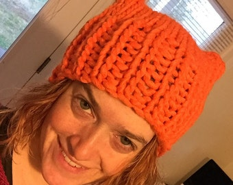 Orange Pussyhat: bulky yarn