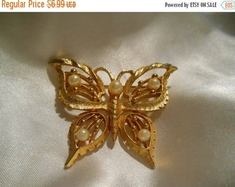 Holiday Sale Gold Tone Butterfly Brooch With Simulated Pearls
