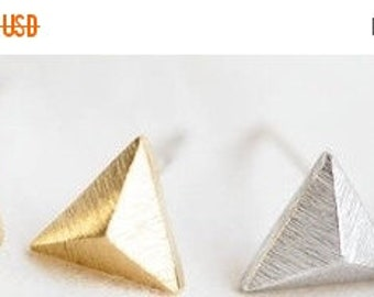 SALE spring clean 75% PYRAMID >> gold triangle geometric studs << touch these when you get all cray cray during the work day << calms you do