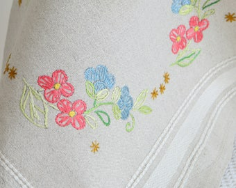 "Dainty square embroidered doily, vintage Swedish linen 13 "" tablecloth, see all details"