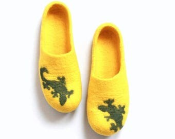 Women house shoes - spring slippers - bright yellow  and green felted wool slippers LIZARD - made to order - Mothers day gift - gift for her