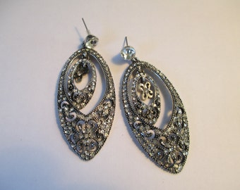 Vintage silver toned teardrop dangling with crystals peirced earrings used no markings