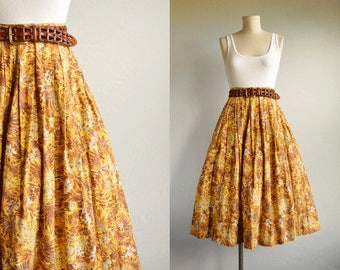 Vintage 1950s Print Skirt / 50s Floral Print Pleated Cotton Skirt / Yellow Gold Brown Leaf Print