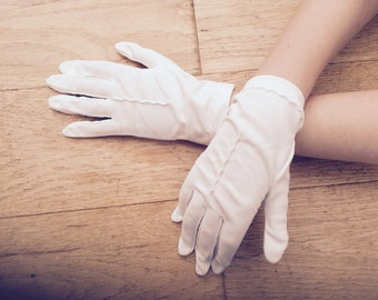 1950s White Gloves White Wrist Length Made in England Formal Weddings Special Occassions