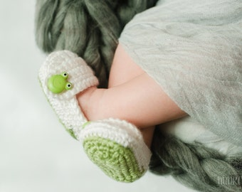 Baby Girl, Baby Boy Shoes, Slippers, Frog Booties, YOUR choice size, (newborn - 12 months), photo prop, children