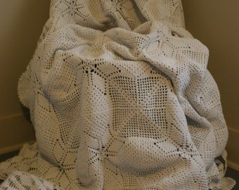 VINTAGE CROCHET Coverlet Bedspread Shabby Chic Rustic Country Hand Crochet Full Size Bed Coverlet 1940's