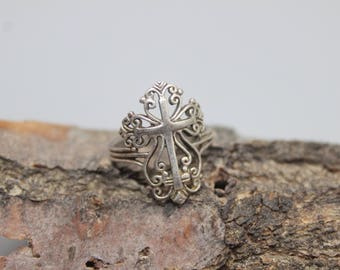 Sterling Silver Cross Ring Crucifix Filigree Cut Out Size 5 Vintage Gothic Religious