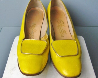 """Mod Yellow Shoes / Vtg 60s / Solid Yellow Pumps with Buckles / """" Scuffies """" Mod Yellow Shoes"""