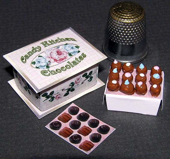 Box of chocolates, paper minis, DIY kit from paper in miniature for the Doll House, Doll House, dollhouse miniatures # 40016