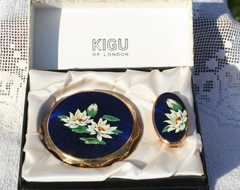 Beautiful Vintage Deep Blue Floating Lilies Design Kigu Powder Compact Mirror Lip View Boxed Set