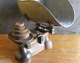 Large antique shop scales with weights, industrial look or Shop use,Free UK postage