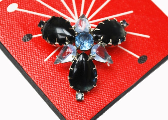Blue Rhinestone Brooch - Atomic -open back - Dark blue cabochon - Mid century Pin