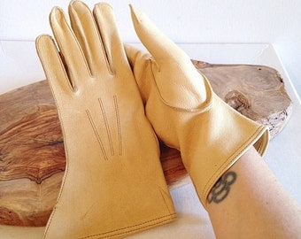 Vintage Ladies Pale Yellow or Tan Leather Driving or Riding Gloves