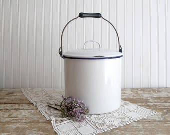 Vintage Enamel Pot with Lid, Vintage Enamel Cooking Pot, White Enamel Cooking Pot, White Enamel Pot with Blue Trim, Farmhouse Kitchen Decor