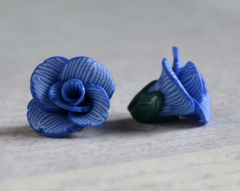 Flower beads 14mm - polymer clay bead pair - medium blue and white