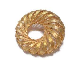 Vintage Boucher Gold Tone Wreath Brooch / Pin