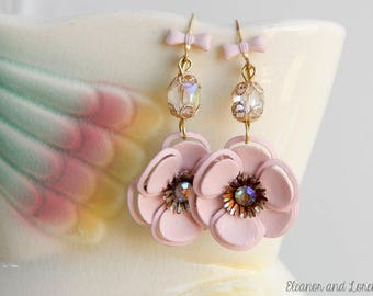 Shabby flower earrings / shabby chic / vintage flowers / hand painted / recycled jewelry / upcycled / shabby jewelry / pink flower earrings