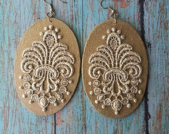 Gold  Oval Wood and Lace Earrings