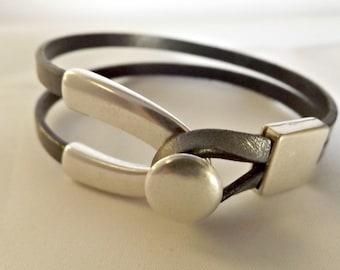 Leather bracelets for women, leather bracelet, wishbone bracelet, leather jewelry, double strand, double strand button, bracelet for women