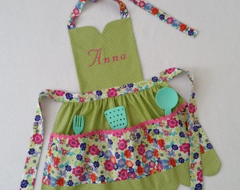 Toddler/Children Apron Personalized Handmade Green White Dots Floral Accent Fabric Rickrack Pockets Scallop Hemline Sweetheart Neckline