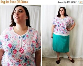 CLEARANCE - FINAL SALE - Plus Size - Vintage Floral Henley Blouse (Size 16/18)
