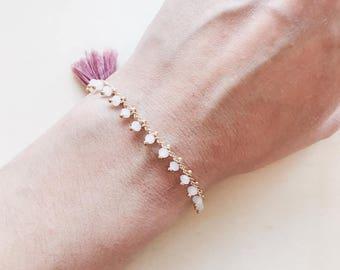 Beaded chain bracelet with a little tassel, boho bracelet, bohemian jewelry, pastel white beads, old pink tassel