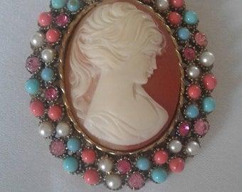 Vintage Resin Cameo Pendant Brooch Pin
