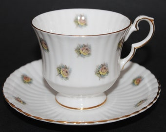 ROYAL WINDSOR Fine Bone China Teacup and Sauce Set