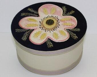 Keepsake Box : A Wool Applique Pattern